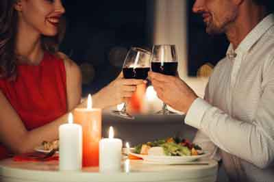 Ways To Make Your First Wedding Anniversary Memorable